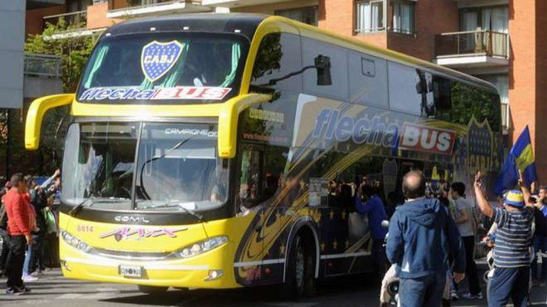 El micro que trasladó a Boca a Rosario llegó ileso y tuvo protección.