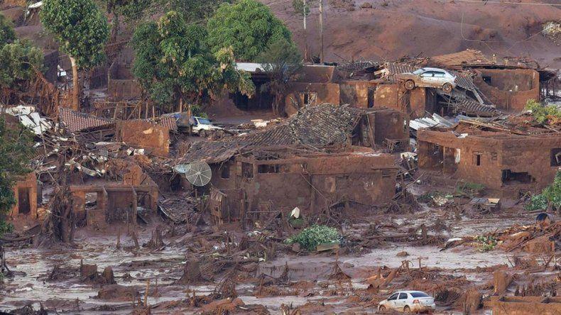 A tres días de deslave minero en Brasil sigue búsqueda por desaparecidos
