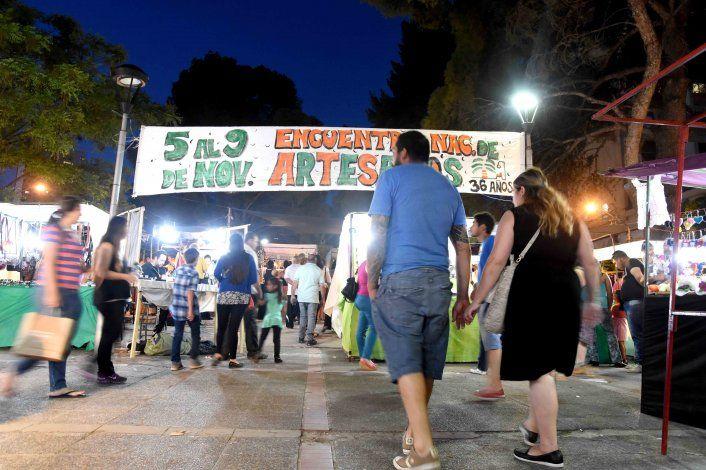 Denuncian que en la Feria de Artesanos vendían fósiles