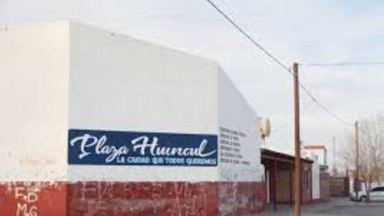 La pelea fue en el corralón municipal de Plaza Huincul.