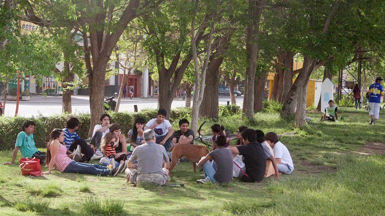 La población joven busca sus espacios para el esparcimiento.