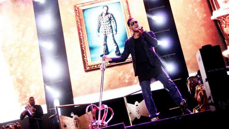 El ex líder de Aventura sedujo al público platense al ritmo de sus grandes éxitos y luego emprendió viaje hacia Neuquén.