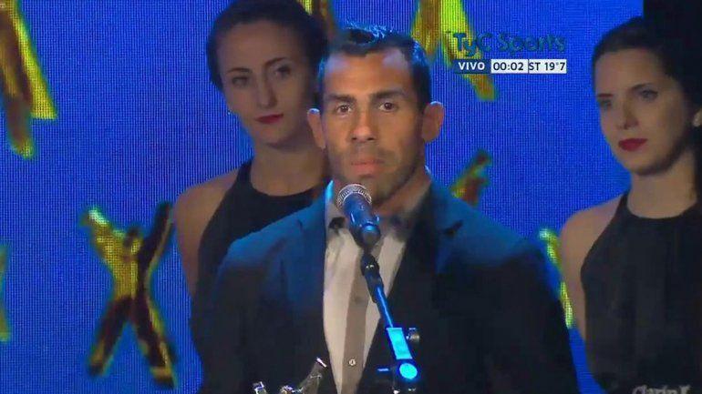 Merecido reconocimiento: Carlitos Tevez fue premiado como el mejor deportista del año