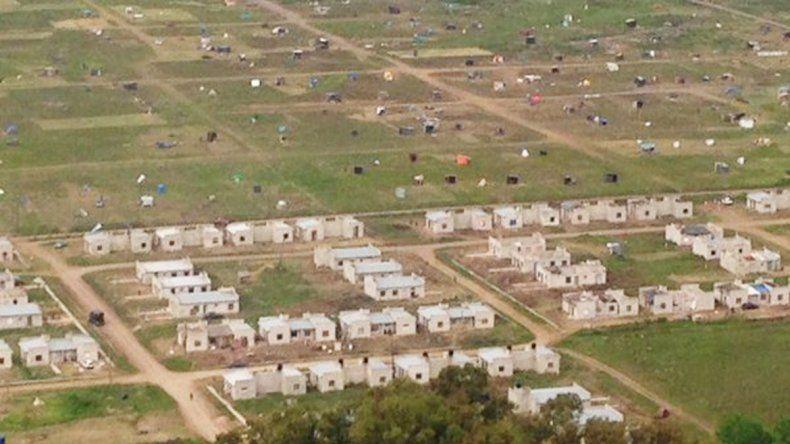 Unas 600 familias tomaron un terreno en el partido de Merlo.