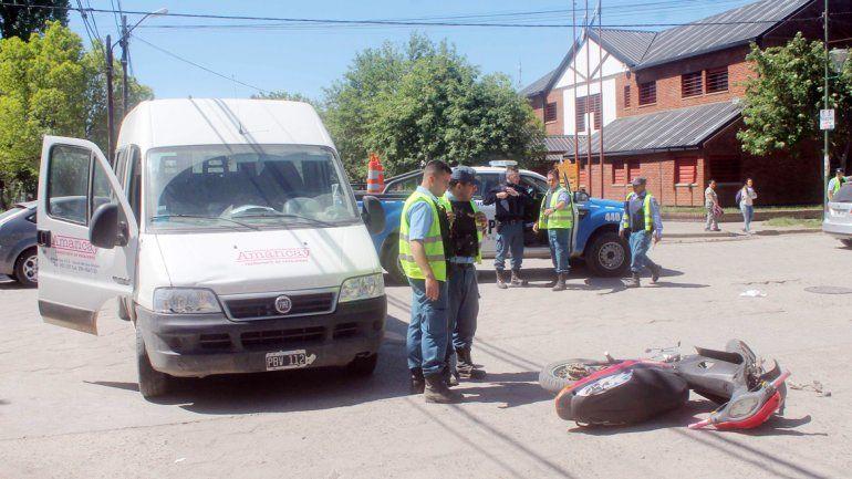 Motociclista herida tras chocar contra una camioneta