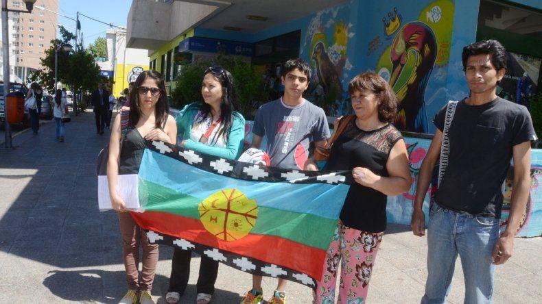 Los familiares de Eufemia se manifestaron ayer frente al municipio.
