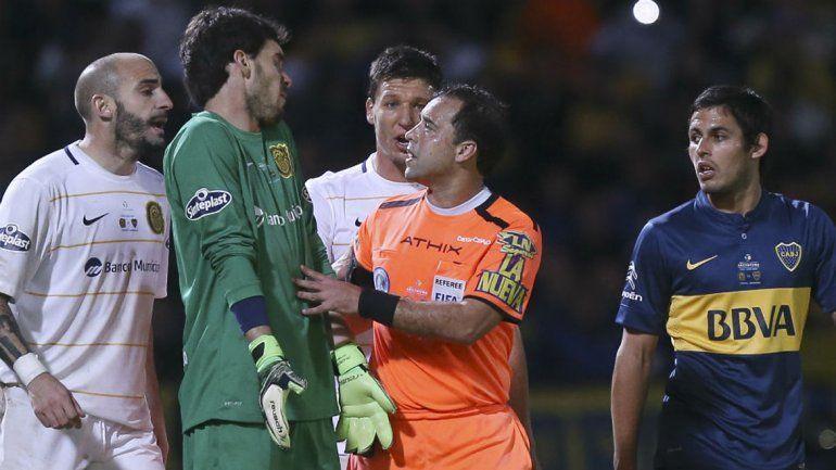 El árbitro está suspendido por tiempo indeterminado en el fútbol local.
