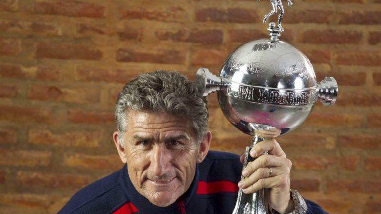 El Patón ganó dos Libertadores y eso es lo que seduce a Boca.