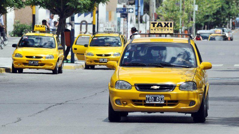 El sindicato de los taxistas se opondrá en el Deliberante a una posible baja. El Municipio hará cumplir la norma.