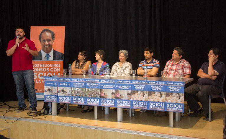 Carlos Beto Viveros encabezó hoy un encuentro en Neuquén