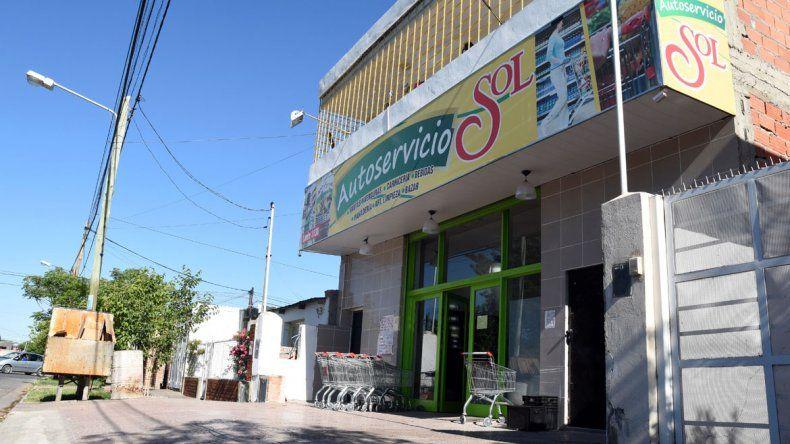 El autoservicio está ubicado en calle Lanín.