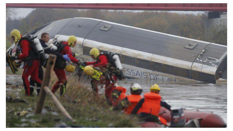 Diez muertos al descarrilar un tren de alta velocidad en Francia