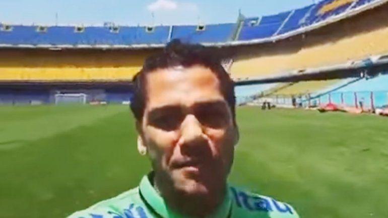 Dani Alves se mostró entusiasmado por conocer el mítico estadio.
