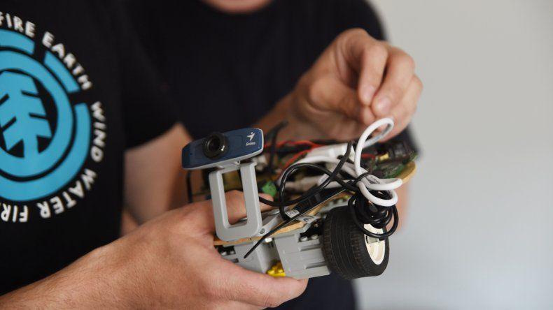 El robot es una herramienta de integración entre la UNCo y la escuela media.