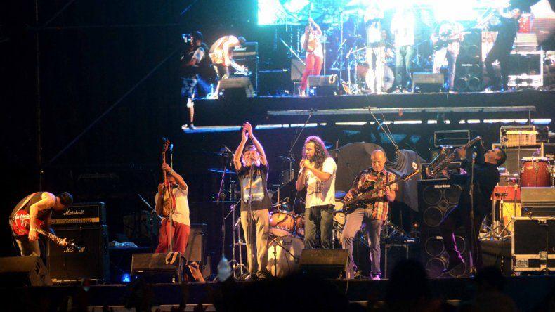 La agrupación se subió al escenario en la Fiesta de la Confluencia de este año.