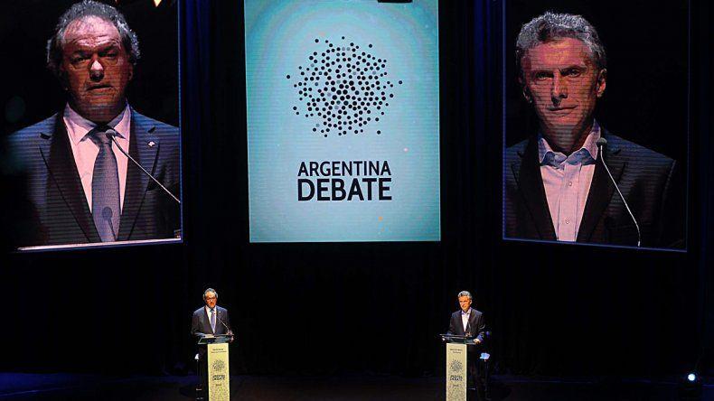 Duros cruces entre Scioli y Macri en el debate presidencial