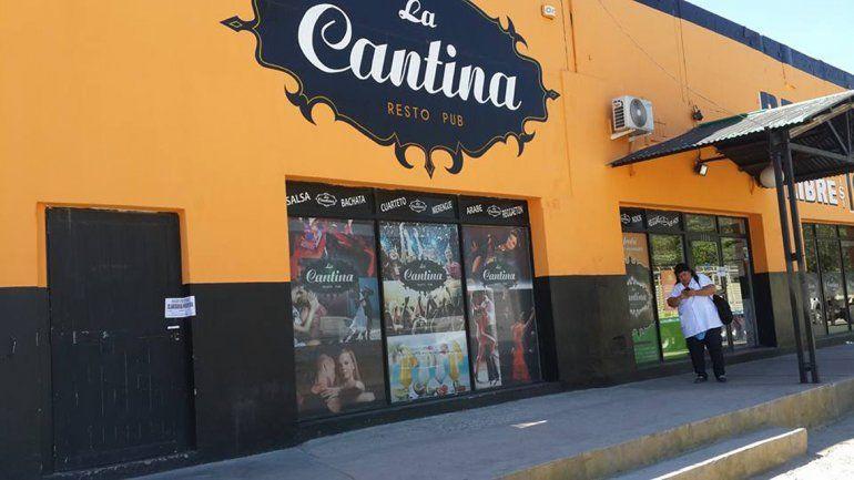 El lugar es La Cantina de Carlitos.
