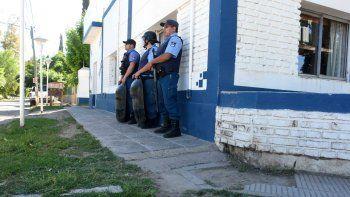 Aunque no hubo nuevos incidentes, la Jefatura policial reforzó la guardia en la comisaría de Senillosa.