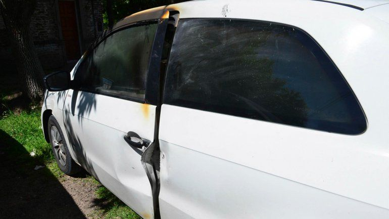 En este auto apareció el cadáver de un abogado platense.
