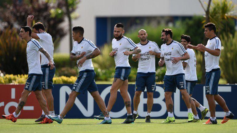 Argentina necesita la victoria como un vaso de agua bajo el calor colombiano.