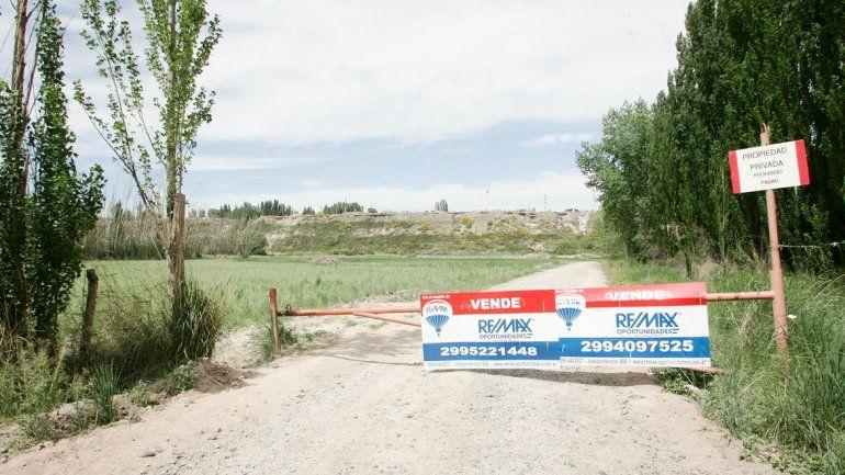 Desde hace un tiempo que el negocio inmobiliario busca la privacidad de sus clientes. Hace poco cerraron una playa a la que se iban a bañar vecinos del parque industrial. Harán un megaloteo.