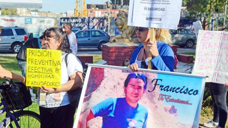 ALCI en una de las marchas en reclamo de justicia que se realizaron en Neuquén. La Asociación se transformó en la voz de las víctimas de violencia.