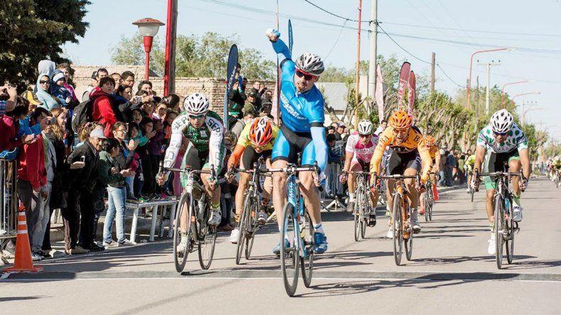 Clavero mostró todas sus cualidades y se quedó con la etapa gracias a su gran sprint final.