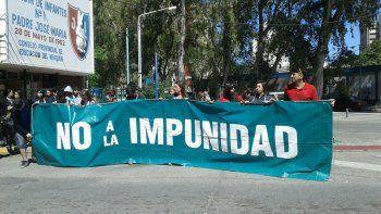 Familiares de la nena abusada en Rincón cortan la calle Irigoyen y J.B.Justo.