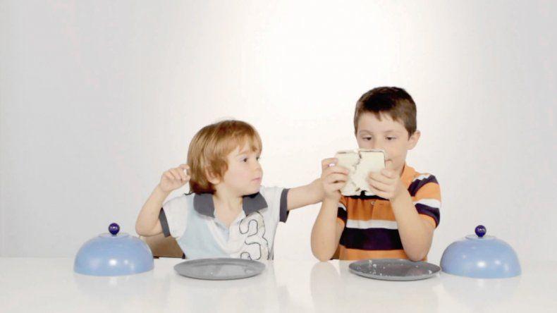El experimento explica que recién a los ocho años se revelan las influencias sociales y culturales en el sentido de la justicia.