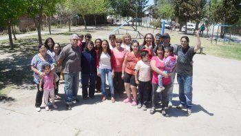 Ayer, integrantes de las 42 familias de la toma Jóvenes Sin Techo mostraron su alegría al conocer el apoyo de los concejales. Luego de sufrir robos y resistir intentos de desalojo, reina la felicidad.