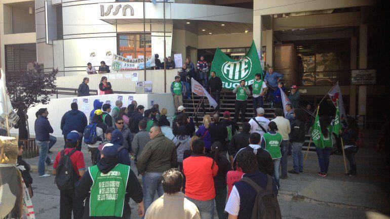 Estatales neuquinos parann hoy en protesta por el ISSN