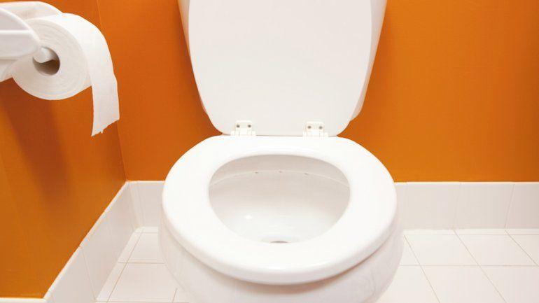 El inodoro previene que las bacterias permanezcan en el mismo ambiente que los humanos.