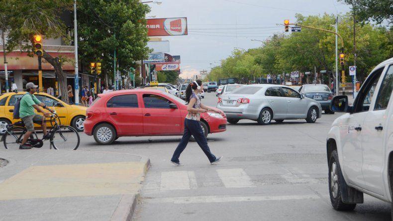 Cruzar el semáforo en rojo en la ciudad podría costar hasta $14 mil.