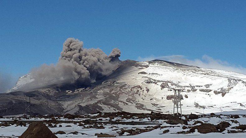 El Copahue aumentó la actividad con explosiones y cenizas