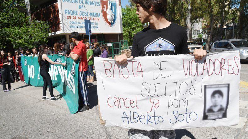 Familiares y amigos se movilizaron durante la semana para exigir la prisión del petrolero de Rincón de los Sauces.