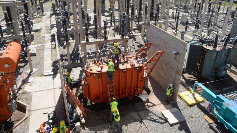 La construcción de nuevas estaciones transformadoras traerá una mejora del servicio. En la actualidad