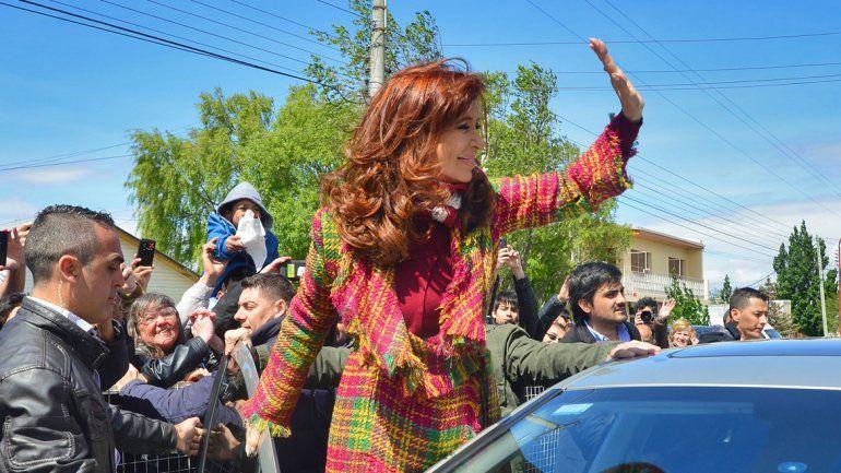 Cristina felicitó a Macri y acordaron una reunión para el martes