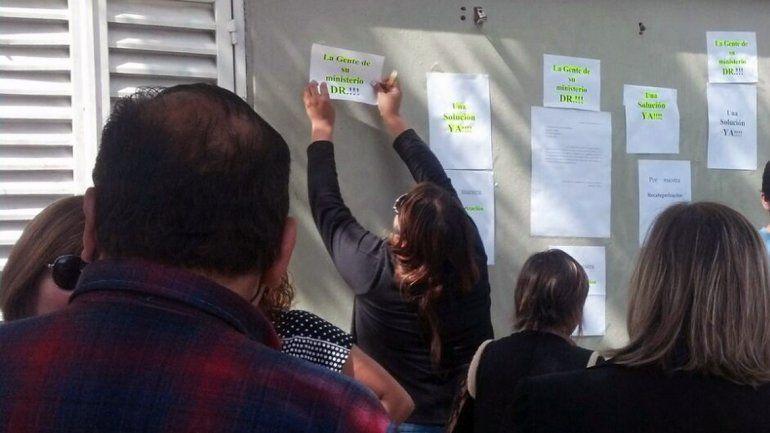 Empleados de Casa de Gobierno reclaman recategorizaciones.