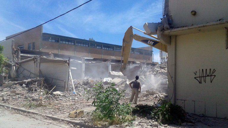 Comenzaron las tareas de demolición de la Cooperativa Obrera.