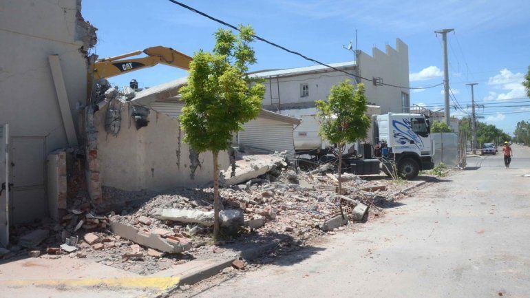 Camiones y grúas trabajaron intensamente durante los últimos días para retirar todos los escombros. Sólo resta abrir la calle Ortega y Gasset.