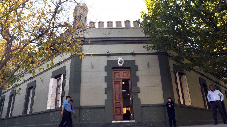 Gutiérrez quiere funcionarios full time en su Gabinete