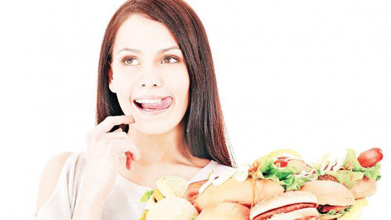 Los nutricionistas recomiendan que la porción de verduras supere la de carne o harinas. Una buena medida es ocupar con ellas la mitad del plato.