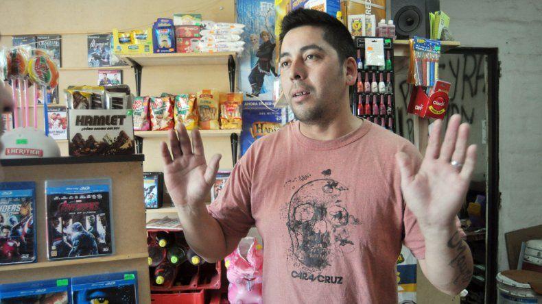 Cristian Aigo contó la estafa que sufrió y mostró el cheque que recibió. No pudo cobrarlo porque estaba sin fondos.