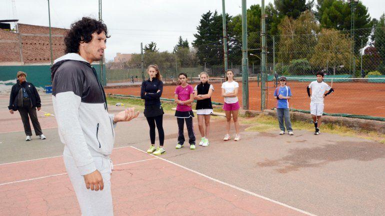 Martín entrenará con el semillero del tenis neuquino.