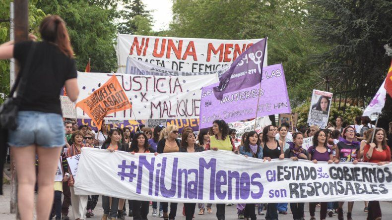 #NiUnaMenos: multitudinaria marcha en Neuquén contra la violencia de género