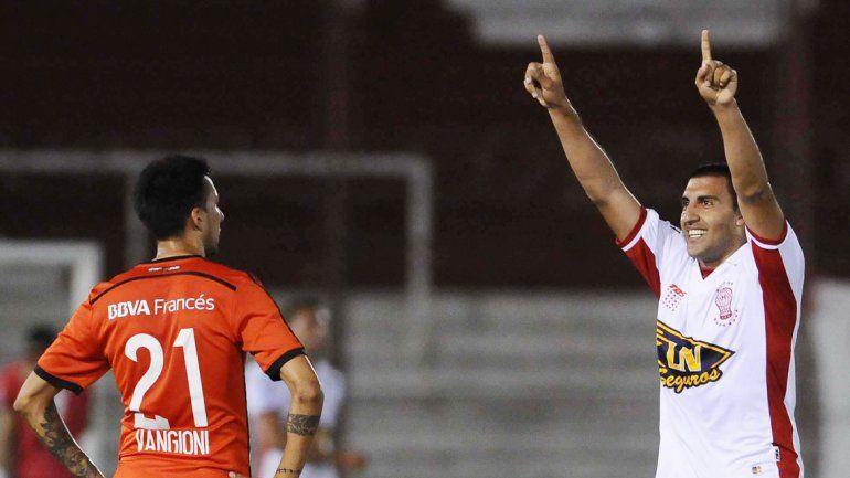 Ramón Wanchope Ábila festeja su gol.
