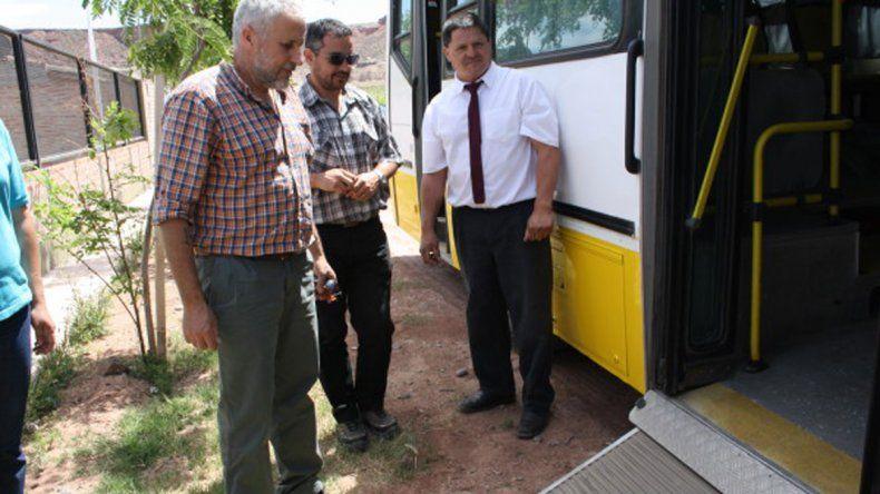 El intendente Peressini junto al gerente Franco en la firma del convenio.