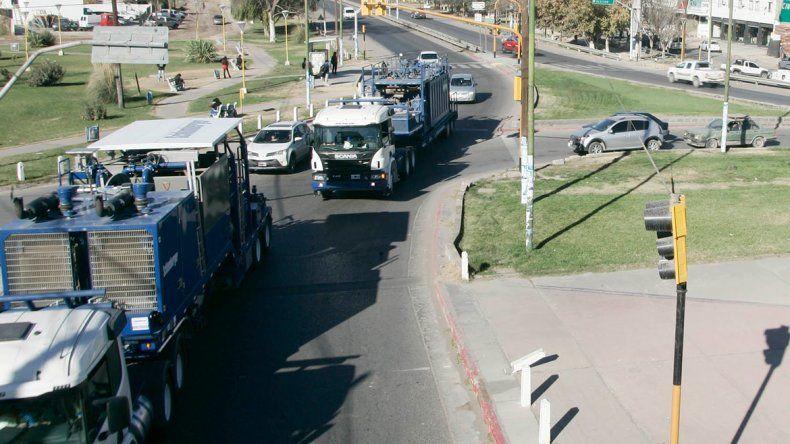 Miles de vehículos pasan todos los días por la Ruta 7. A pesar del parate petrolero