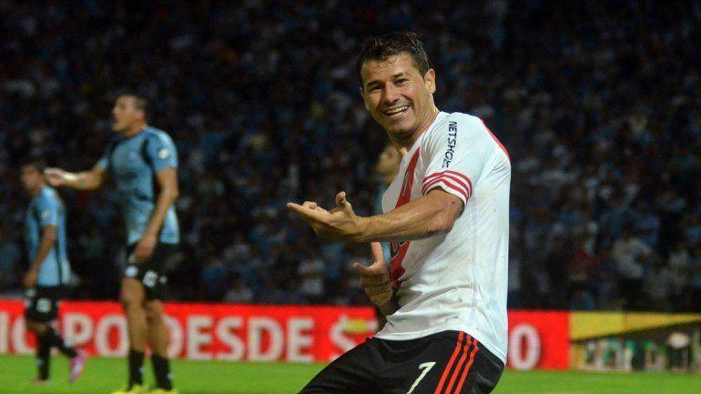 Mora le hizo dos goles el jueves a Huracán y es una de las cartas de triunfo del Millonario.