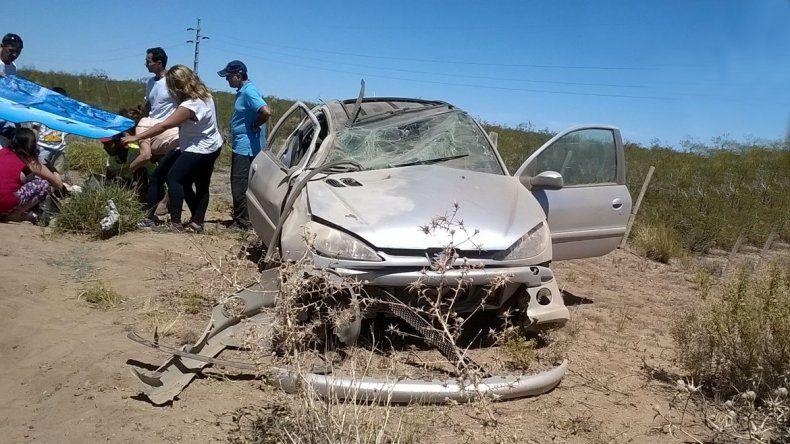 El Peugeot 206 sufrió daños materiales.